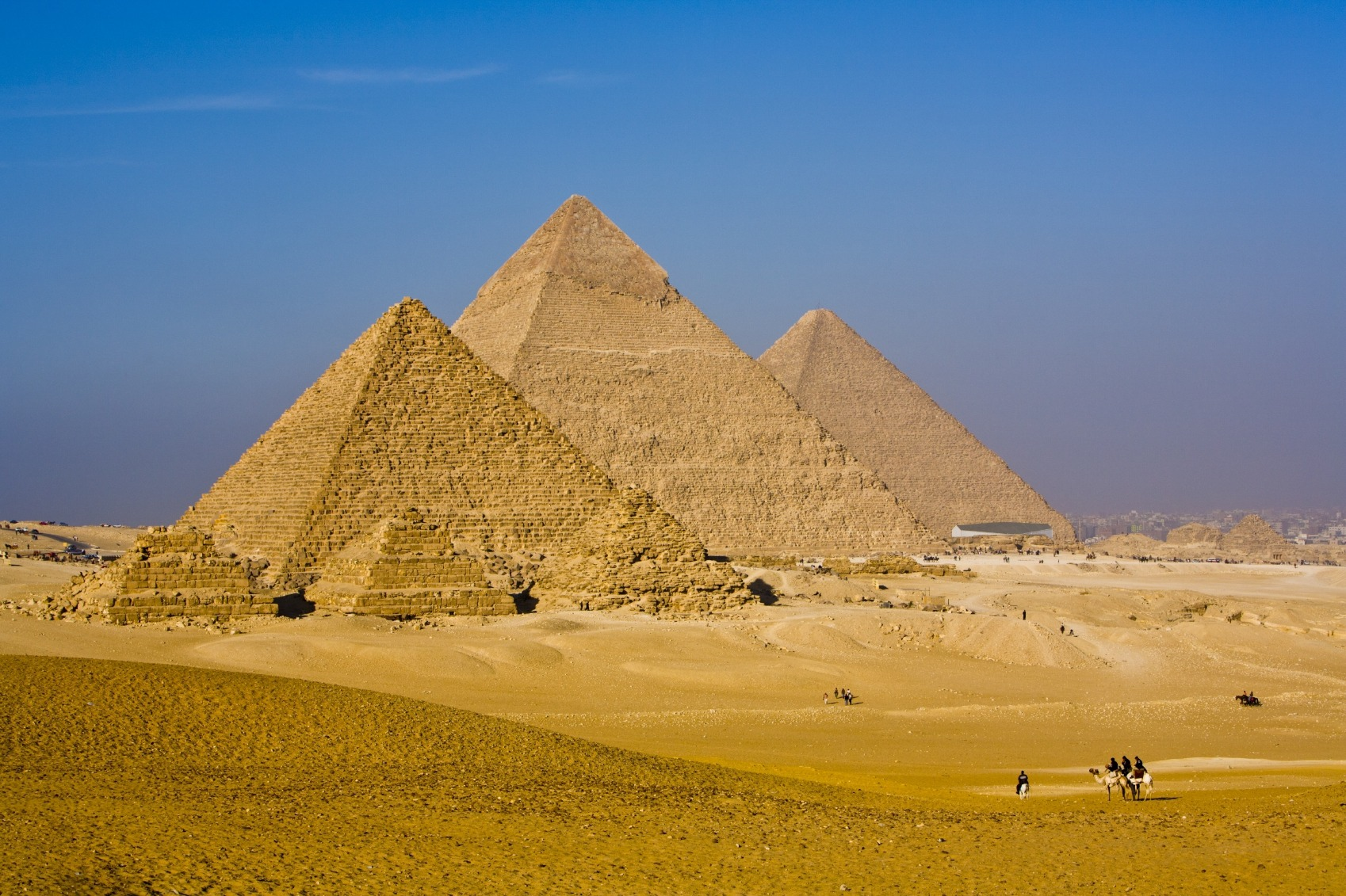 Amazing Great Pyramids of Giza, Egypt iStock_000015224988_Medium